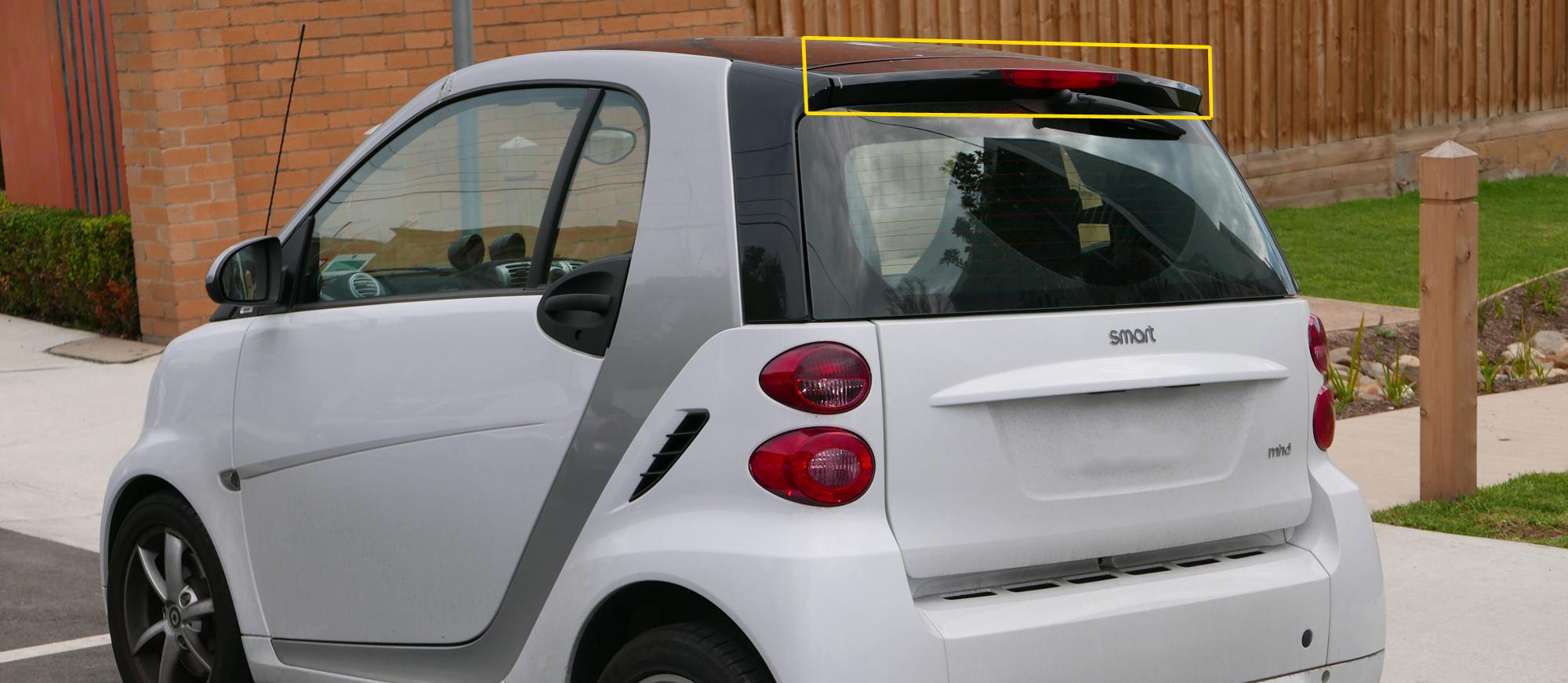 Smart fortwo 451 hátsó ablak fekete műanyag féklámpa spoiler eltávolítása útmutató leírás kép